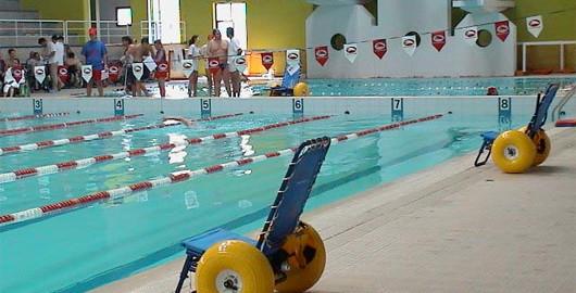 fauteuil handicap piscine
